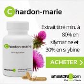 Complément alimentaire de chardon-marie : extrait titré min. à 80 % en silymarine et 30 % en silybine. Boîte blanche, gélules disposées à côté et plante verte et violette derrière. Fond blanc et gris clair.