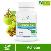 Garcinia : boite de compléments alimentaires (gélules) de la marque française Dynveo. Fond blanc avec les fruits du garcinia en arrière plan, derrière la boite. La mention acheter est sur fond vert, en bas de l'image.