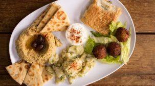 Assiette houmous, falafels et autres recettes sans viande